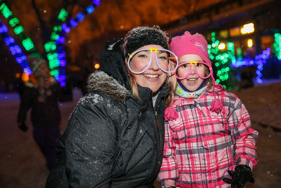 Smile for the camera! There are photo ops galore for the family at ZOOLIGHTS.
