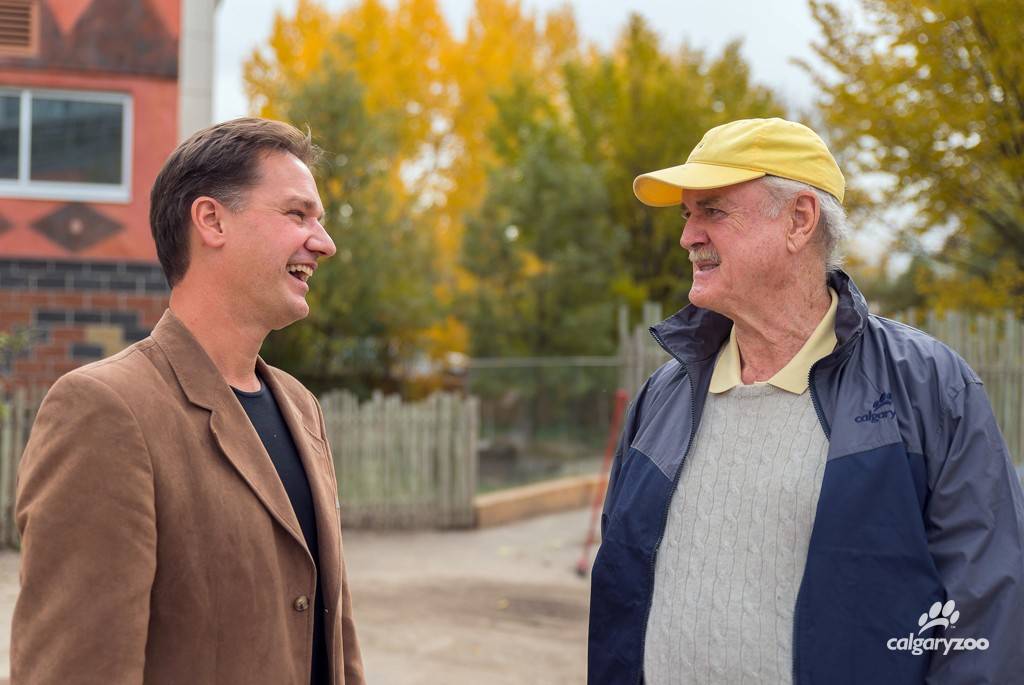 Dr. Axel Moehrenschlager and John Cleese chat about the zoo's conservation work.